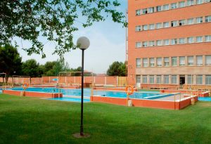 piscina-recreativa-desde-cafeteria-exterior